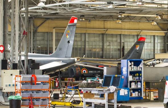 L'AIA Recrute Des Mécaniciens Aéronautiques